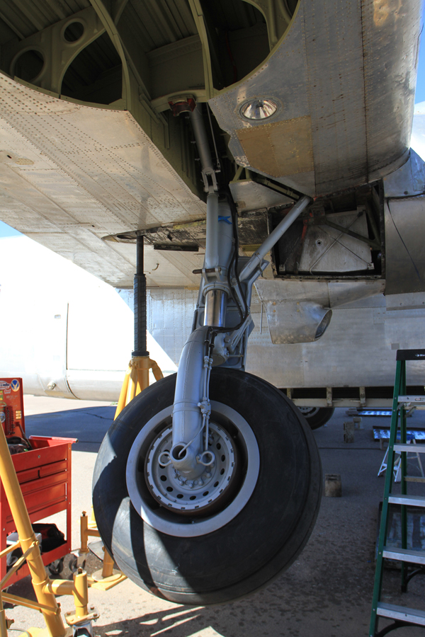 Landing gear swing