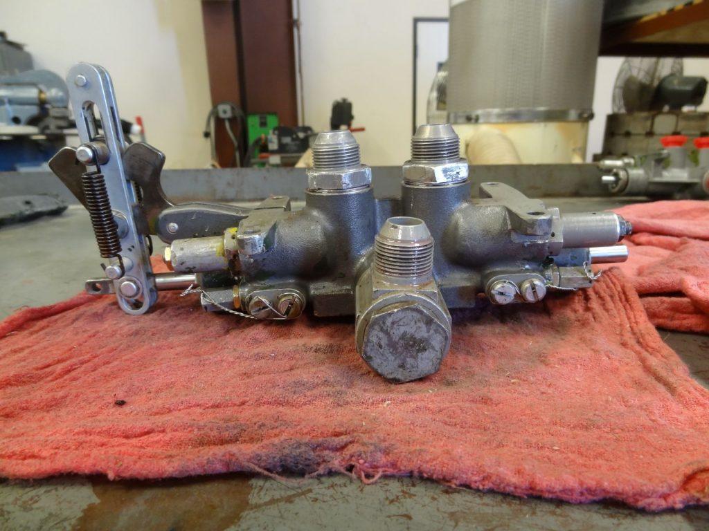 Landing gear selector valve, before repair