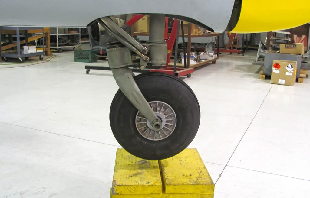 Tail wheel, partially retracts like the original