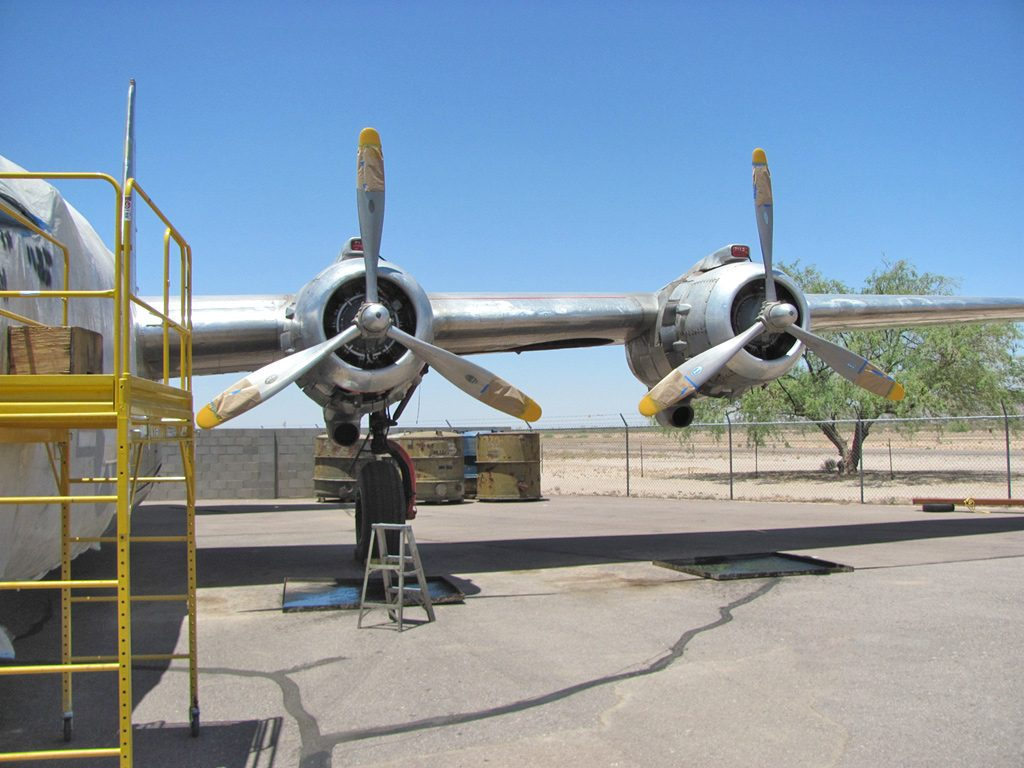 pb4y-2-9-propellers-touching-up-the-tips-with-yellow-paint