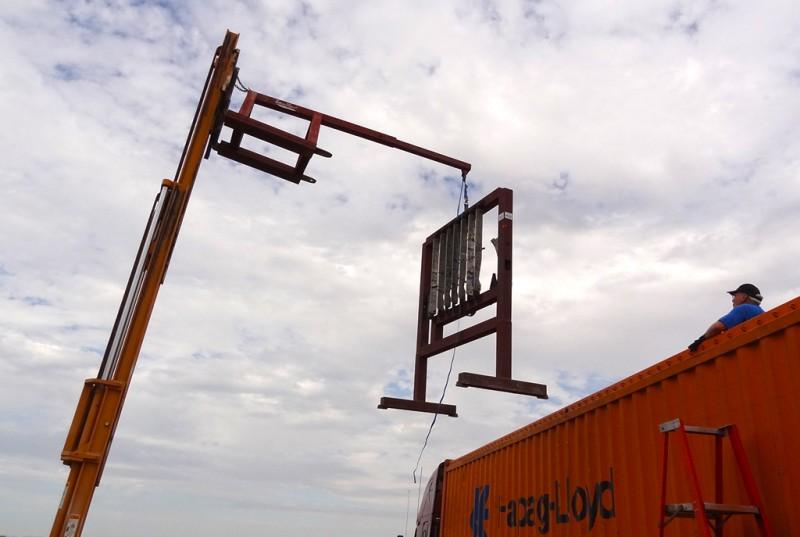 1 Unloading Focke-Wulf jig